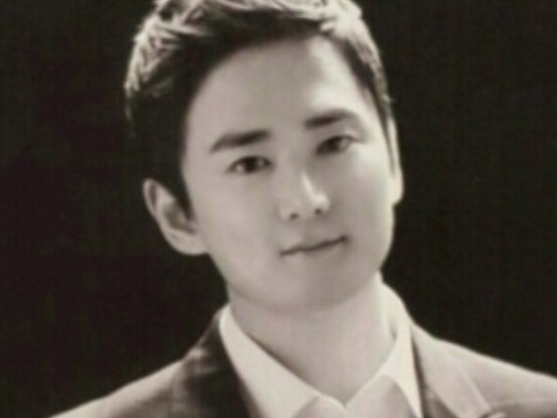 Black and white profile Image of Dr. Youngjun Cho