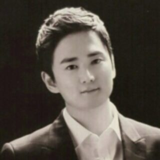 Black and white image of Youngjun Cho.